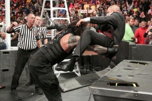 Roman Reigns Brukk up Triple Teef